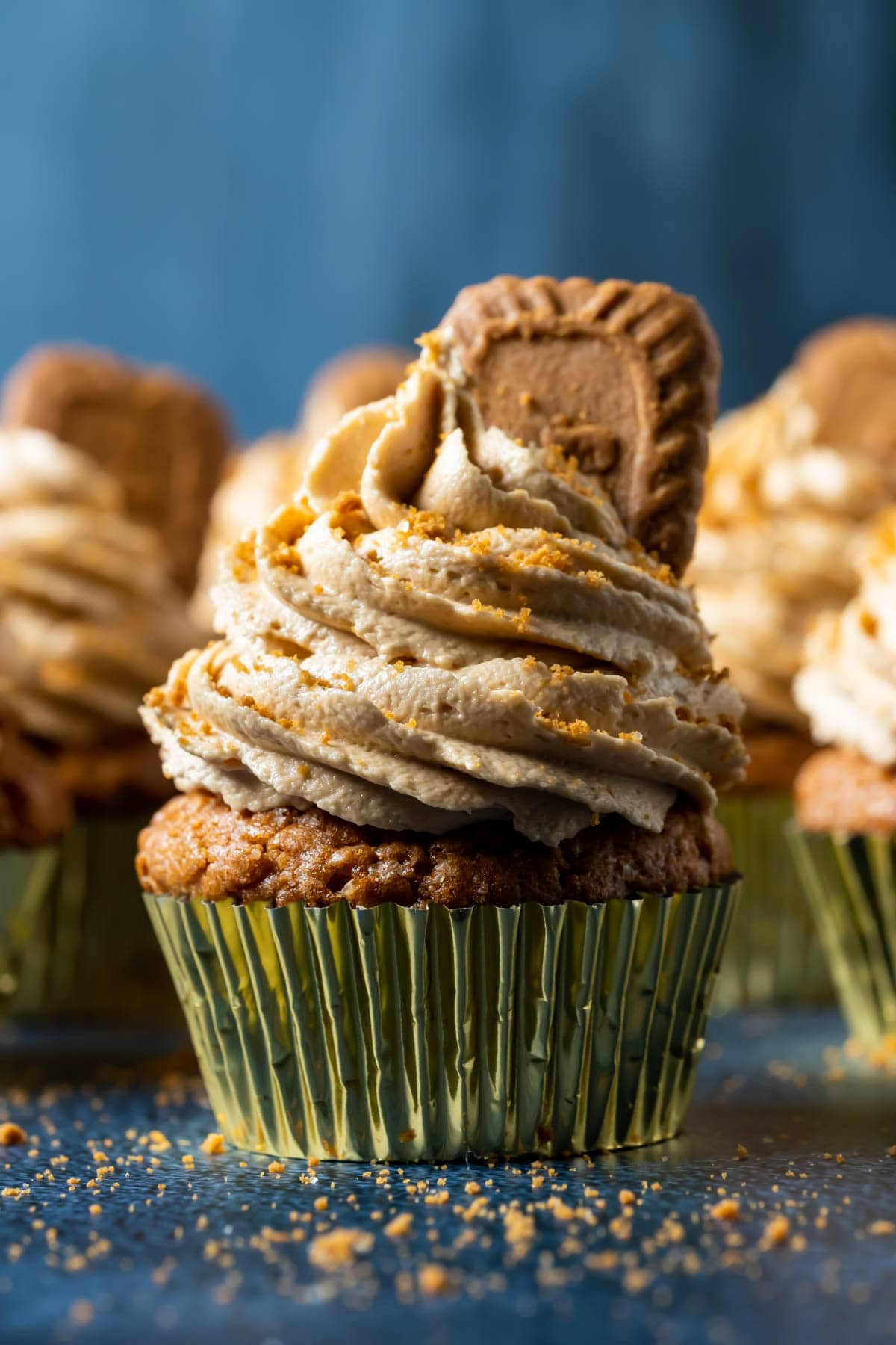Biscoff cupcakes topped with frosting and biscoff cookies.
